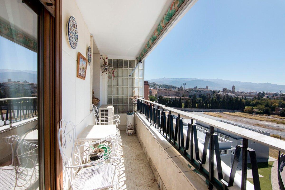 En venta amplio piso con vistas junto Renfe